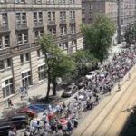 Polská demonstrace proti povinnému očkování Varšava červen 2018