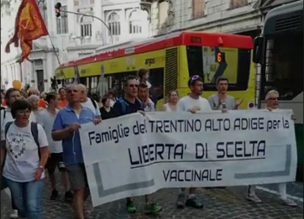 Italská Padova - demonstrace proti povinnému očkování - 9 červen 2018